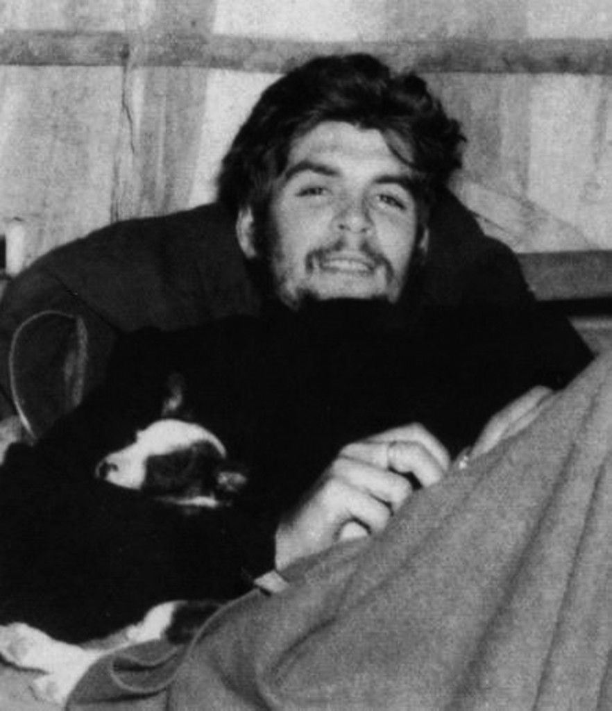 Che Guevara with a puppy.