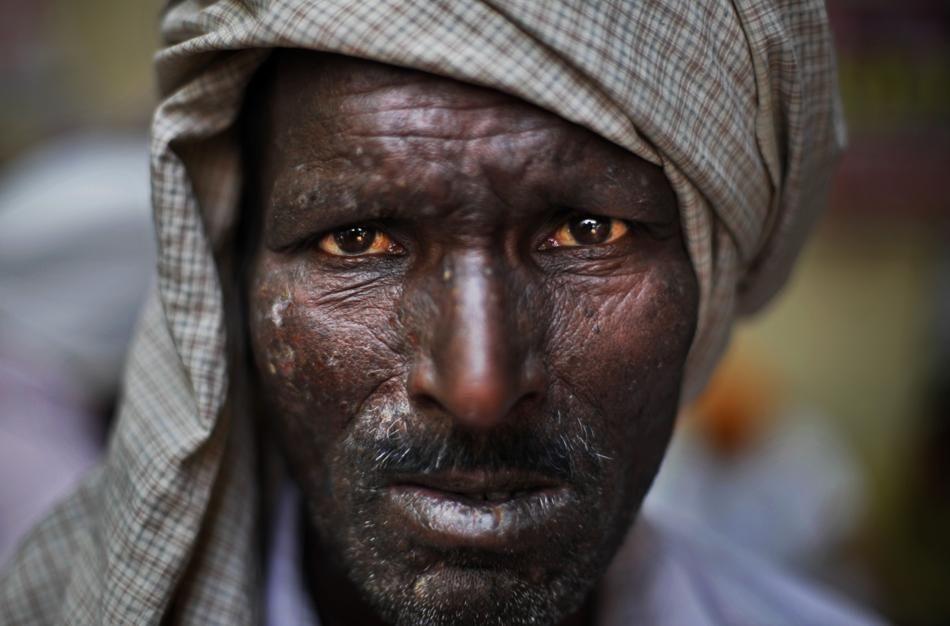 Retrato de un hombre que participa en las protestas de la comunidad Sikh