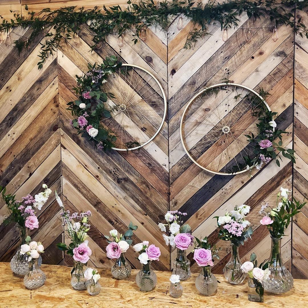 Nowosc Drewniana Scianka Za Mloda Para Lub Oryginalne Tlo Do Zdjec W Ofercie Do Wypozyczenia Bialystok I Oko Wedding Flowers Wedding Wedding Inspiration