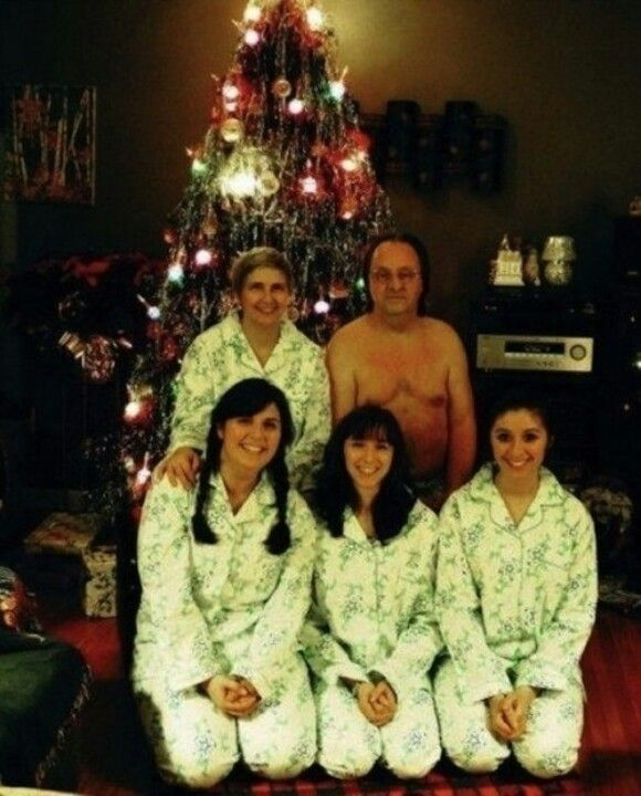 Family Portraits Gone Wrong: The 35 Most Awkward Family Photos Ever