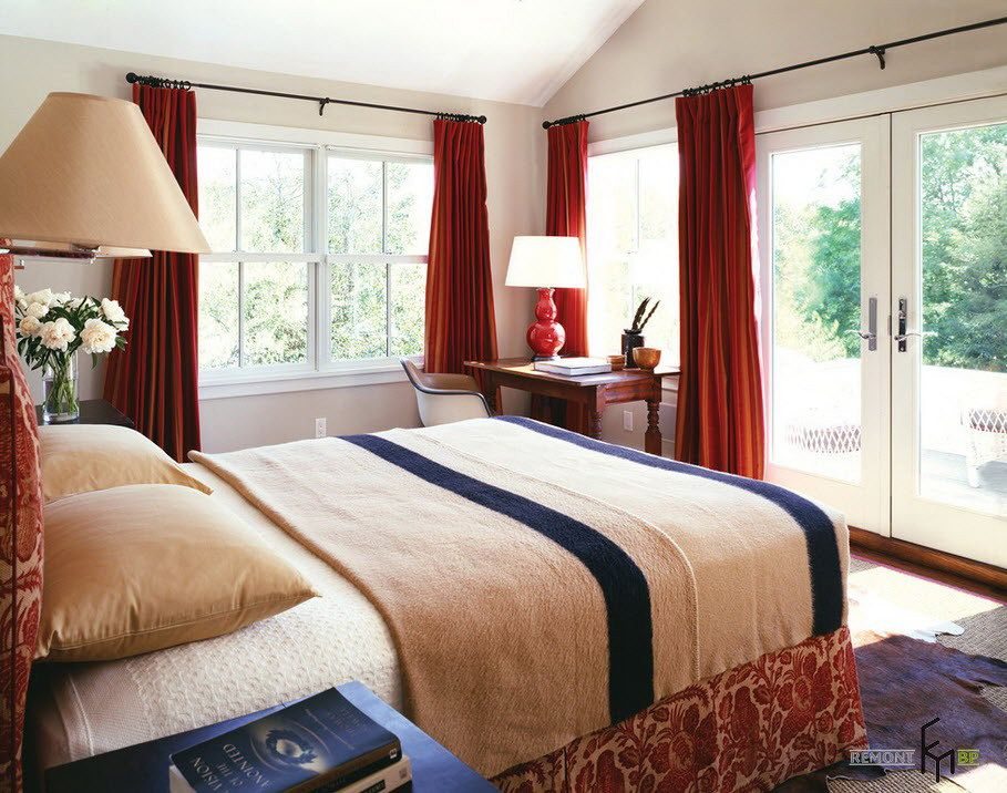 A Plain Red High Curtain Idea For Large E Bedroom With The Beige Theme And Flowery Bed Also Bedlamps Brown Wooden Desk Modern