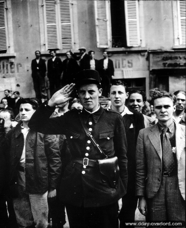 27 juin 1944: Cérémonie de la libération devant de l'Hôtel de Ville, Cherbourg.