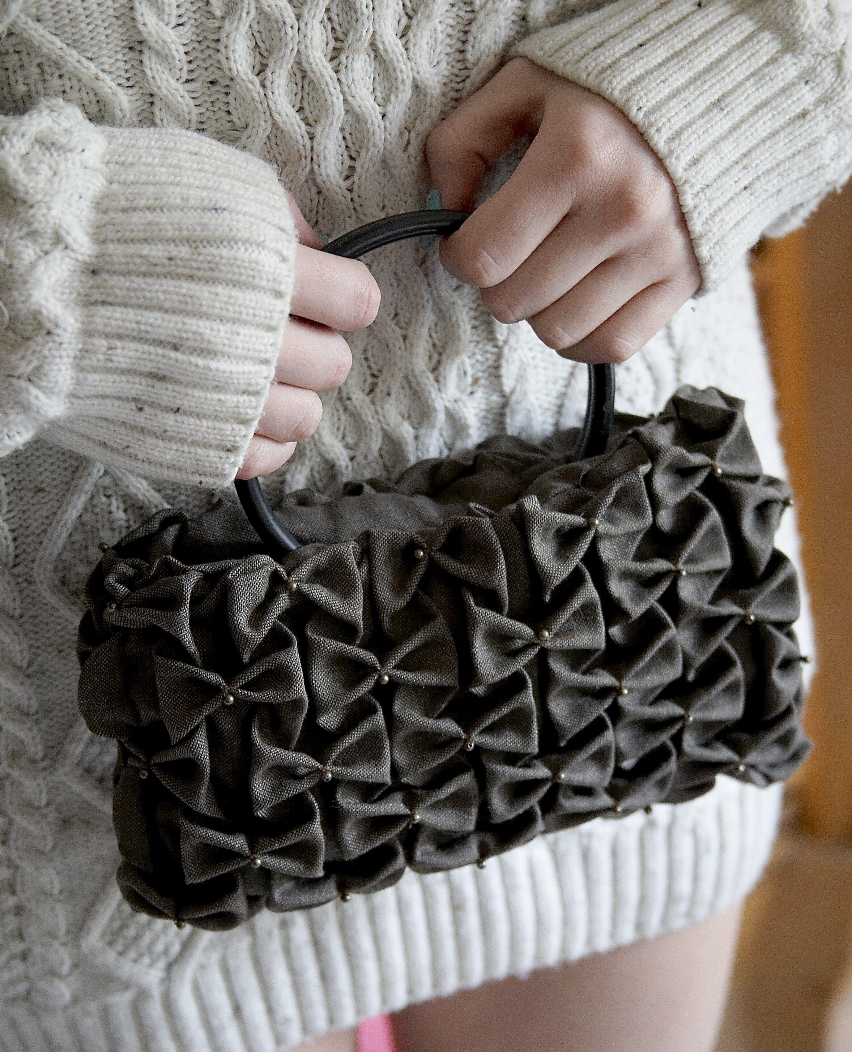 A smocked handbag!   Smocking   Canadian smocking, Smocking, Sewing