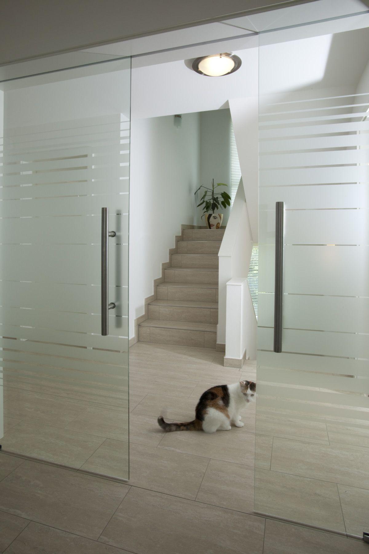 Innentüren modern als Schiebetür mit Glas raumhoch - Architektur Detail Schiebetüren Baumeister-Haus Hoffmann - HausbauDirekt.de #eingangsbereichhausinnen