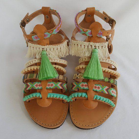 8e76039980d Χειροποίητα δερμάτινα σανδάλια με πουά κορδέλα | Sueno Handmade Jewelries |  Σανδάλια, Χειροποίητα