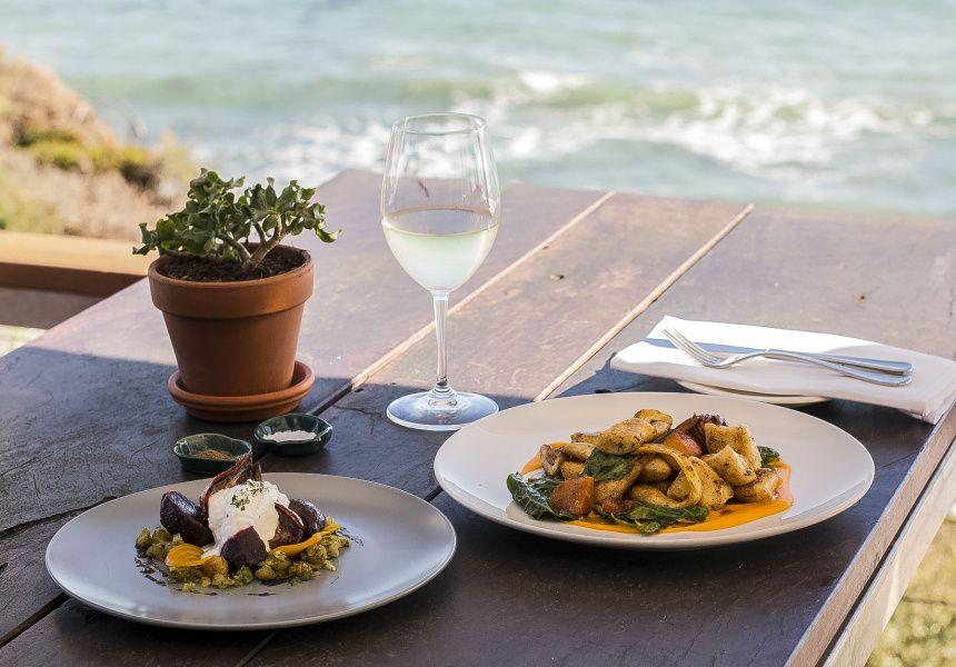 Six Of The Best Beachside Pubs Around Australia Pub Food Food