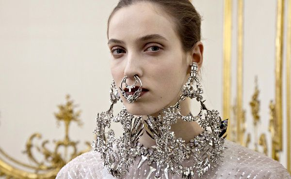 Girls, sorry, this is NOT a good look. Givenchy is rolling over in his grave.