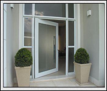 Modelos de portas modernas com vidro jateado