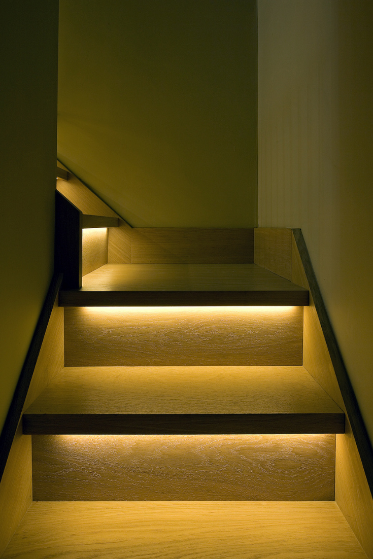 Pin Von Azra Auf Inneneaum Treppenbeleuchtung Led Treppenbeleuchtung Treppenlicht