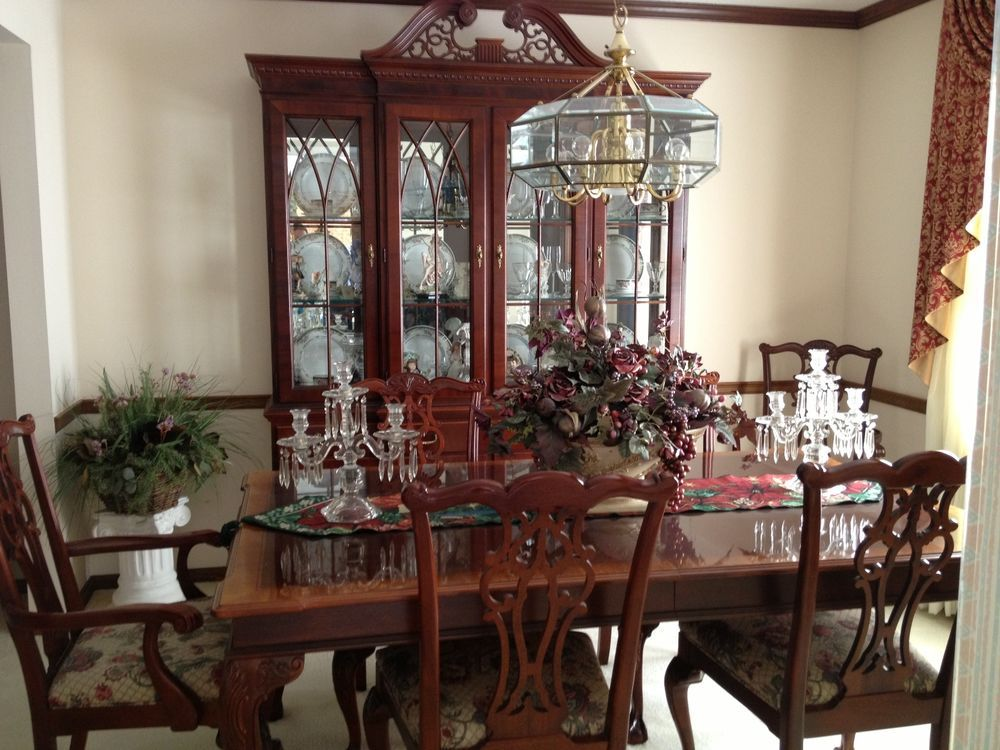 Ethan Allen Mahogany Chippendale Dining Set And Hutch