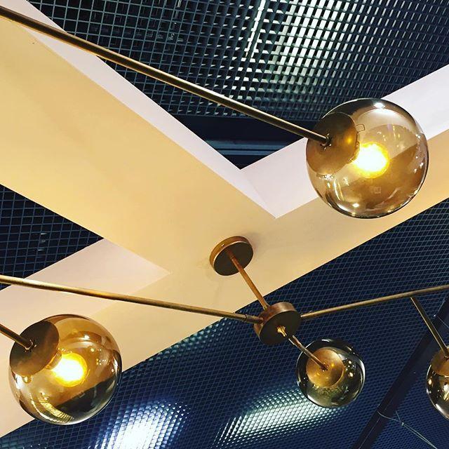 Plafón de techo tipo árbol de latón con bolas ahumadas wwwdajores