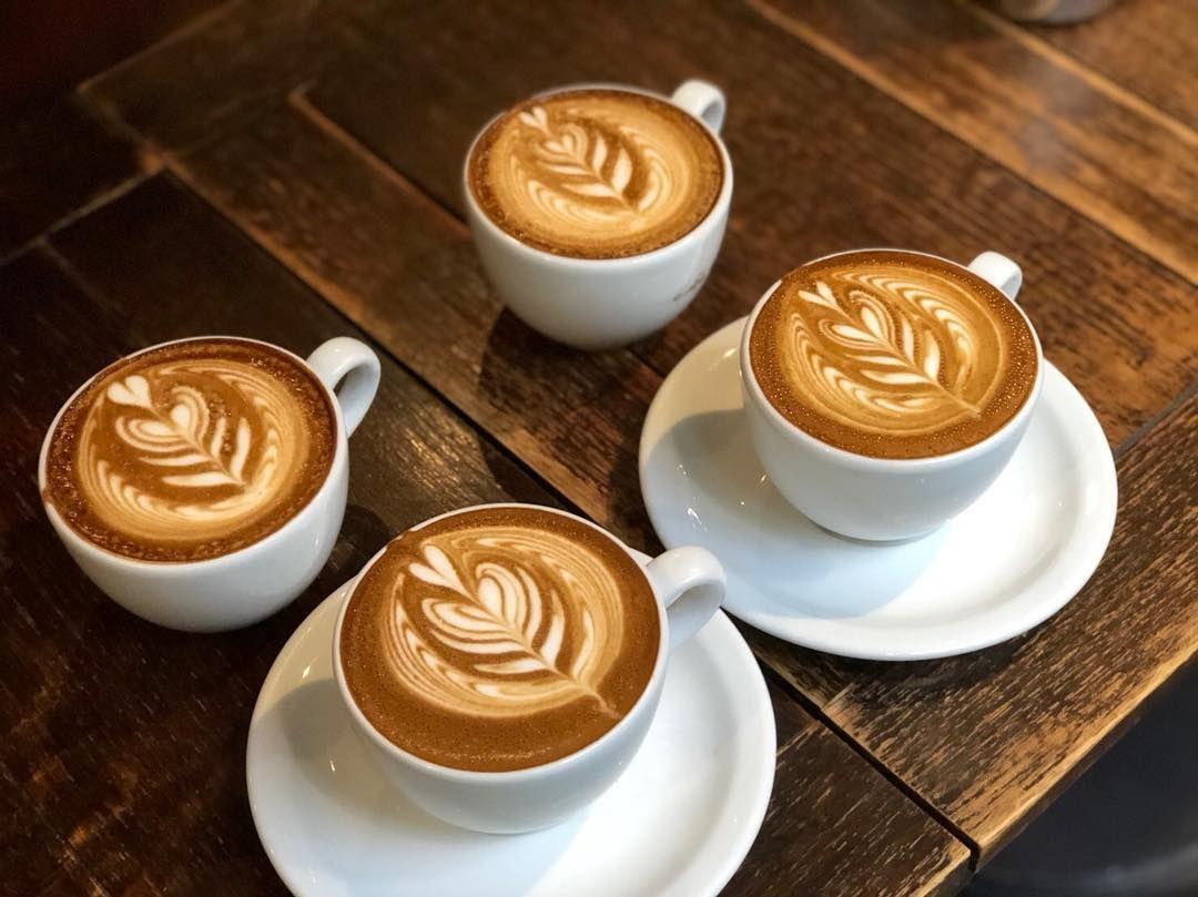 Barista 129 On Instagram 先日のラテ教室 そしてラストは師匠とガチ勝負 いつもここにくると刺激的で楽しいです フェストまでになんとか作品を完成させて応募します 弘前ラテアート教室 ラテアート フリーポア カフェラテ カプチーノ コーヒ Latte Food