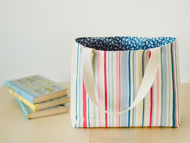 Make An Easy To Sew Lined Tote Bag Tote Bags Sewing Sewing Gifts Easy Sewing