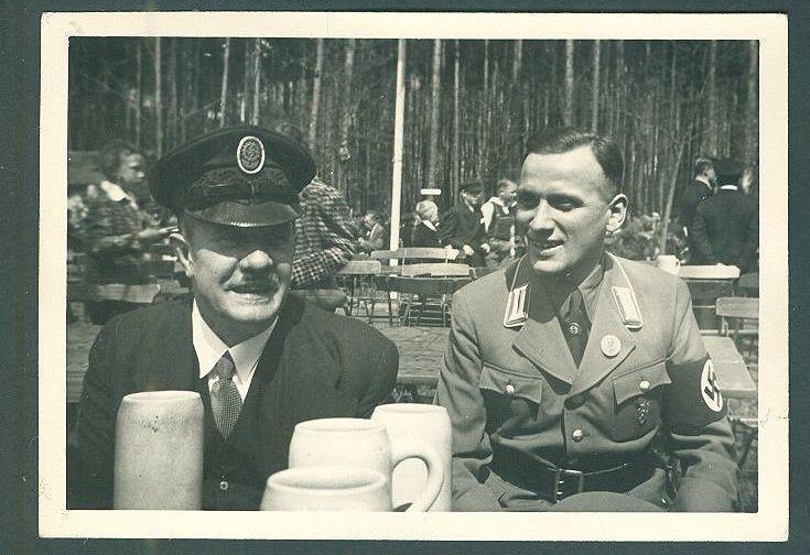 Photo DAF Man in VISOR CAP + NSDAP MAN in UNIFORM W/ TINNIE BADGES, Partei BADGE