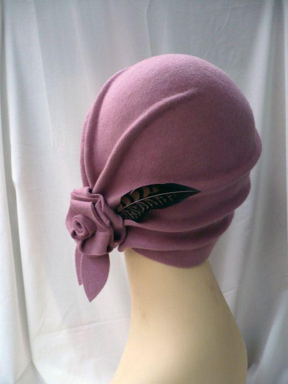 532d9bc3425d6 Diseño único y exclusivo para este sombrero cloché estilo años 20  confeccionado en fieltro de lana 100% y modelado a mano. Los hago a medida y