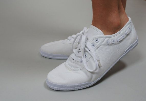 Vintage White Lace Up Canvas Sneakers / Tennis Shoes with Side Lace Detail  Size 9.5.