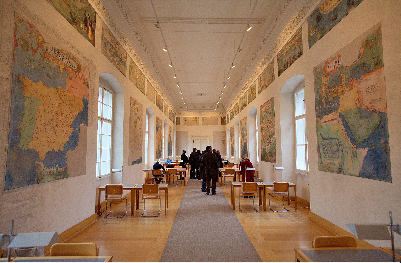 2880px-Salzburger_Residenz_Toskanatrakt_Kartensaal_04.jpg (2880×1891)