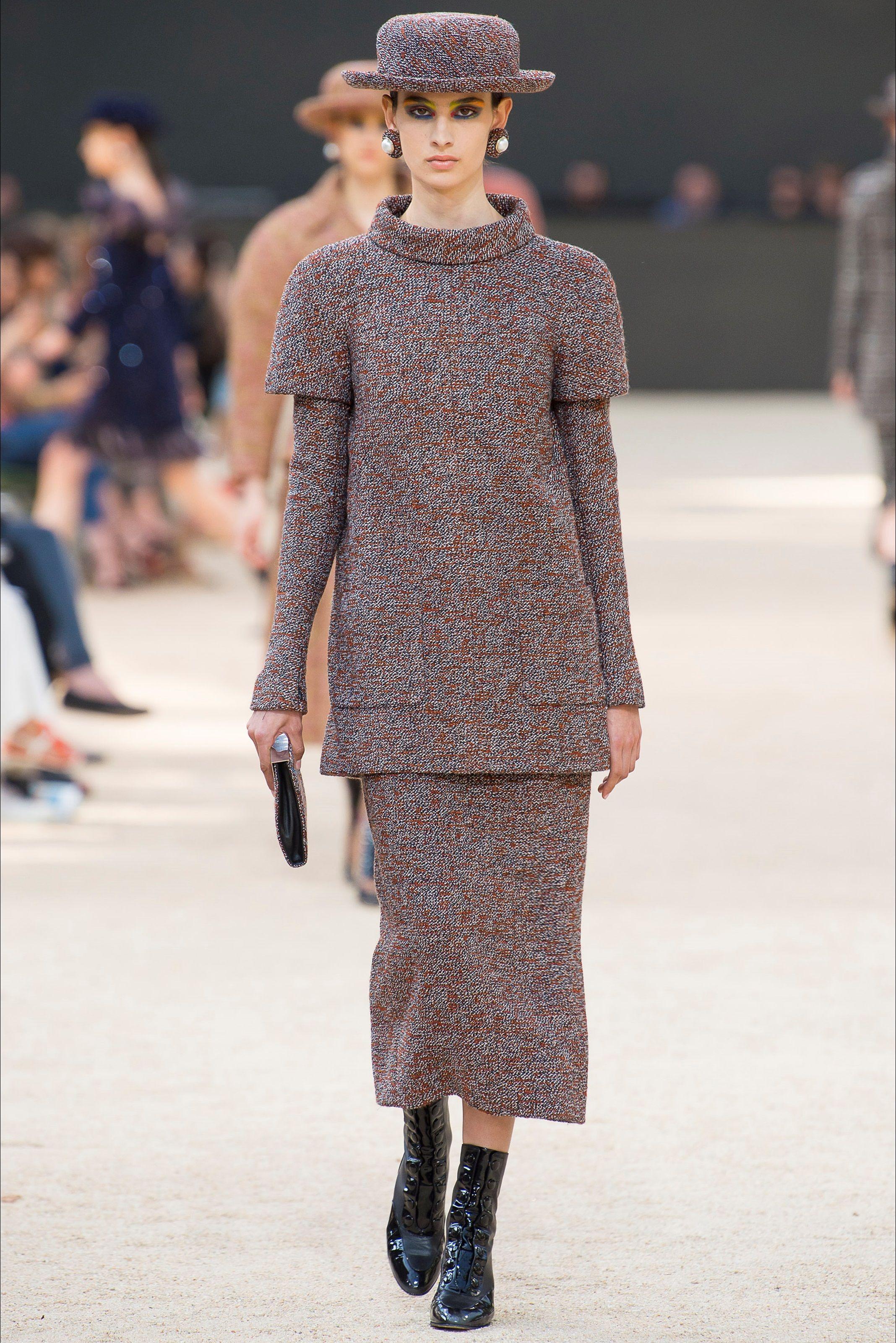 37f53c149a Sfilata Chanel Parigi - Alta Moda Autunno-Inverno 2017-18 - Vogue ...