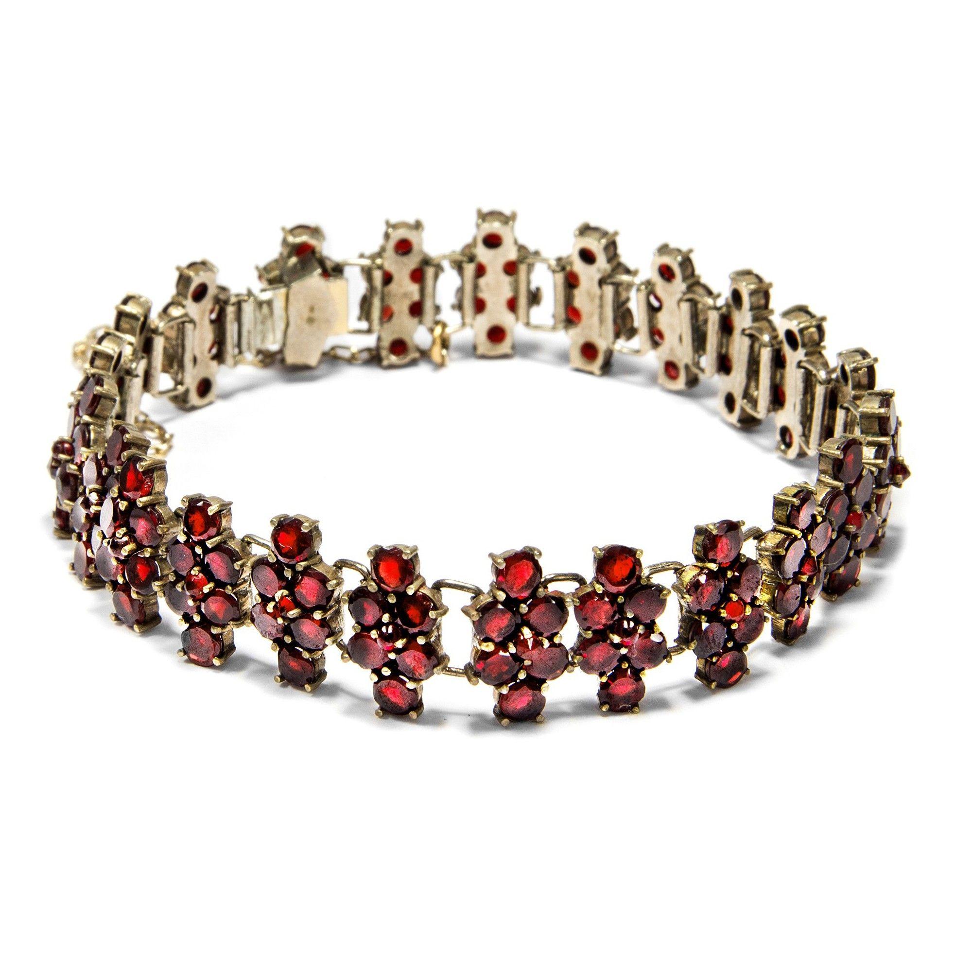 Aus Böhmen kommt die Musik – und der Granat - Antikes Armband aus böhmischen Granaten, um 1930 von Hofer Antikschmuck aus Berlin // #hoferantikschmuck #antik #schmuck #antique #jewellery #jewelry