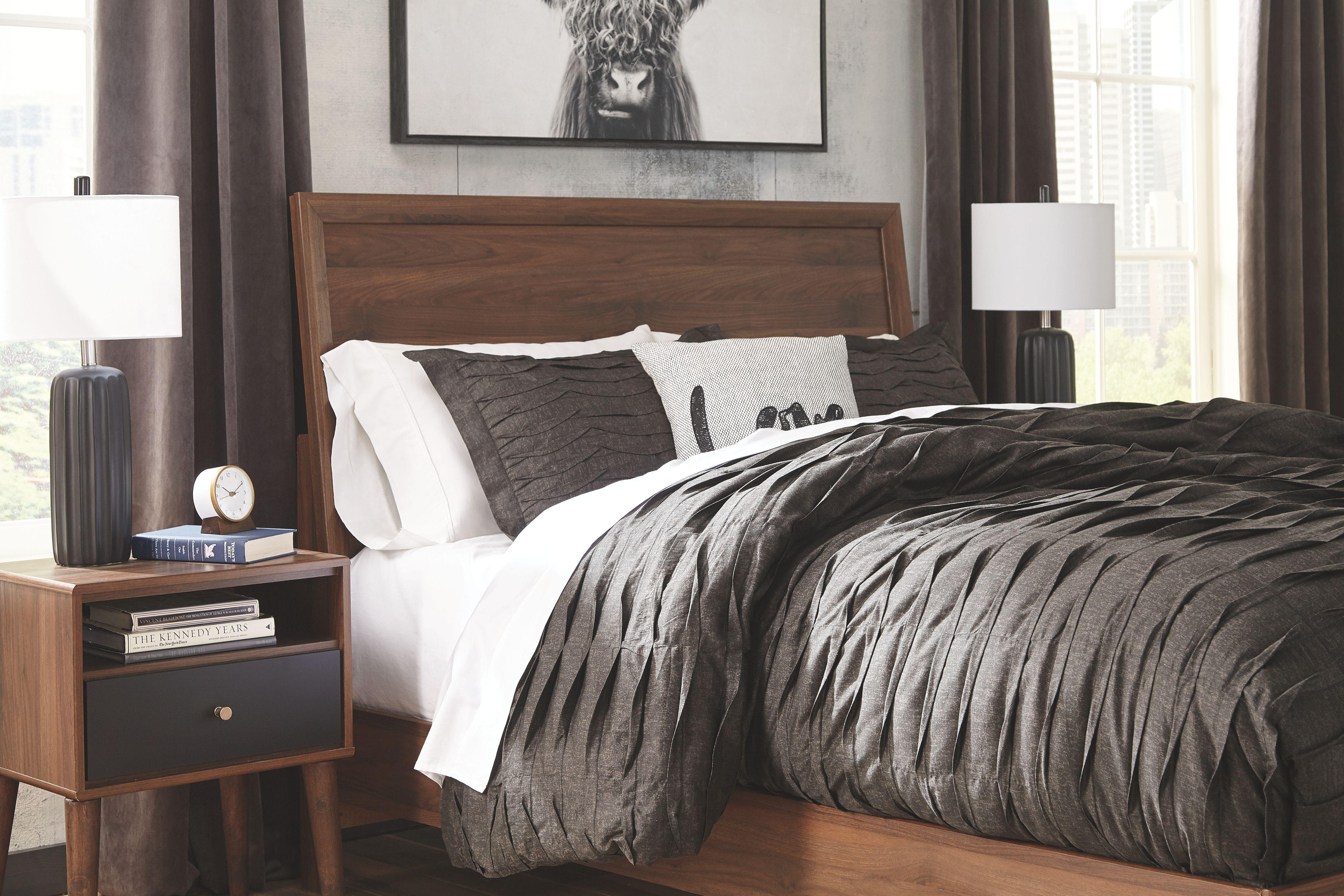 Daneston Queen Bed With 2 Nightstands Brown Graphite Bedroom