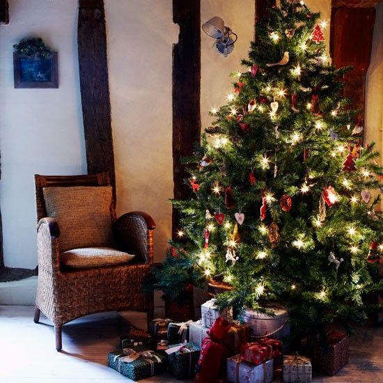 christmas tree christmas country cottage christmas decorating ideas image housetohomecouk