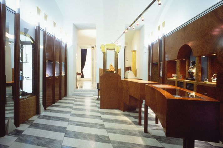 SCHOOLLIN II, Austria Hans Hollein Jeweler shop  Owner / Client: Dr. Herbert Schullin  Planning: 1981 - 1982      Completion: 1982