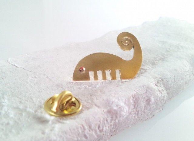 ☆櫛(くし)の精 真鍮ピンバッジ☆ A Sprite of Calm Brass Pin Brooch
