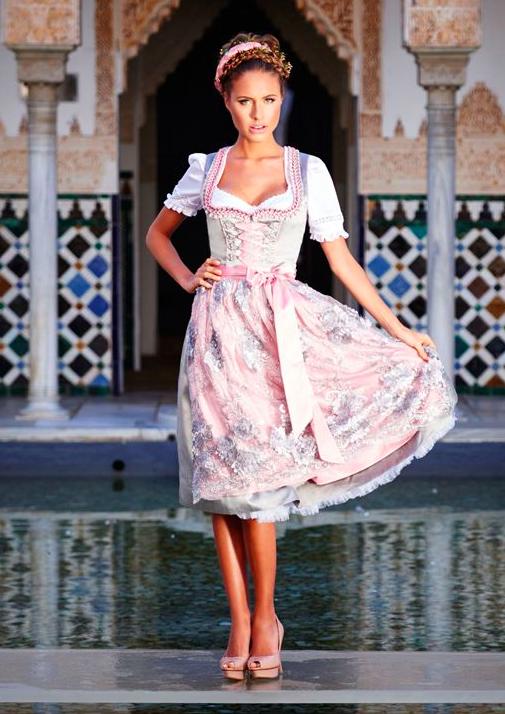 dirndl in pastellfarben von kr ger aus der kollektion 39 feelings 39 dirndl um 250 euro bluse. Black Bedroom Furniture Sets. Home Design Ideas