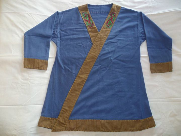 Fornafolket - Viking Age Reenactment. Wraparound tunic with embroidery motifs from a 10th century bronze bowl from Gotland.