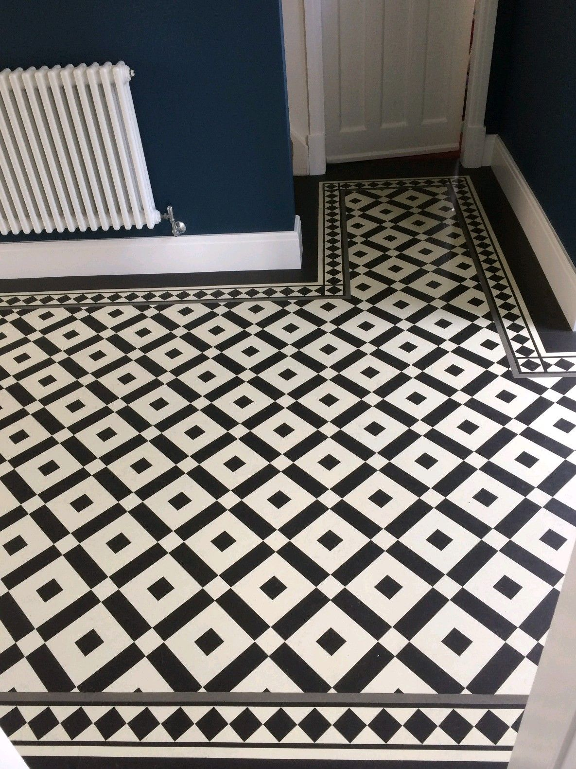 Classic black and white flooring RD110 PANELS WITH