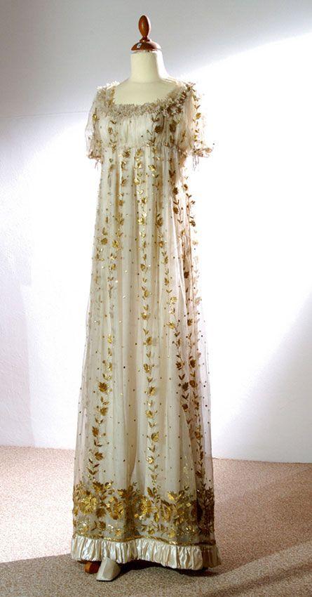 Vestiti Da Sposa Del 600.Mostra Vestiti D Epoca Dal Seicento All Ottocento Abiti Da Sposa