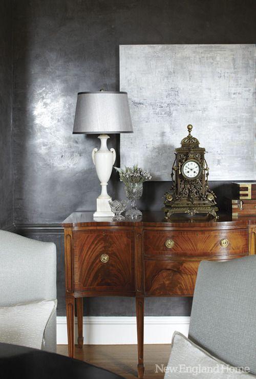 tellement chic ce mariage des meubles et bibelots anciens avec cette peinture murale hyper. Black Bedroom Furniture Sets. Home Design Ideas