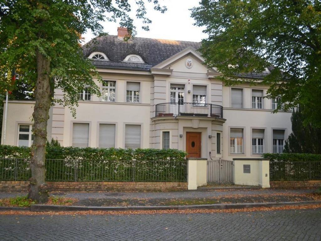 Einzigartige Denkmalgeschutzte Grunderzeitvilla Direkt Am Heiligen See In Potsdam Villa Style At Home Villen