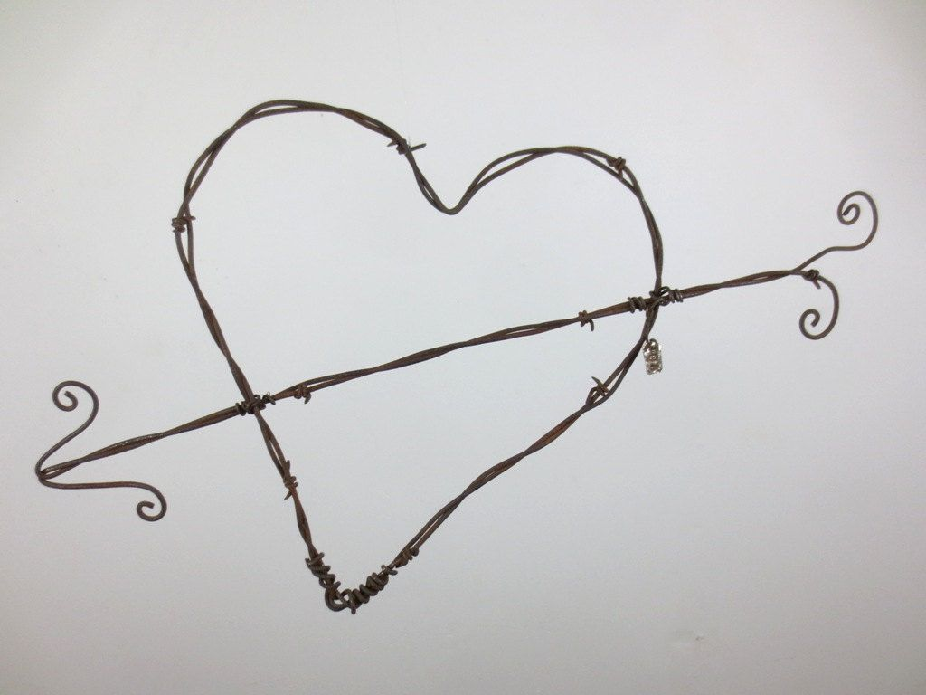 Rustic Barbed Wire Valentine Heart With Cupids Arrow | San valentín ...