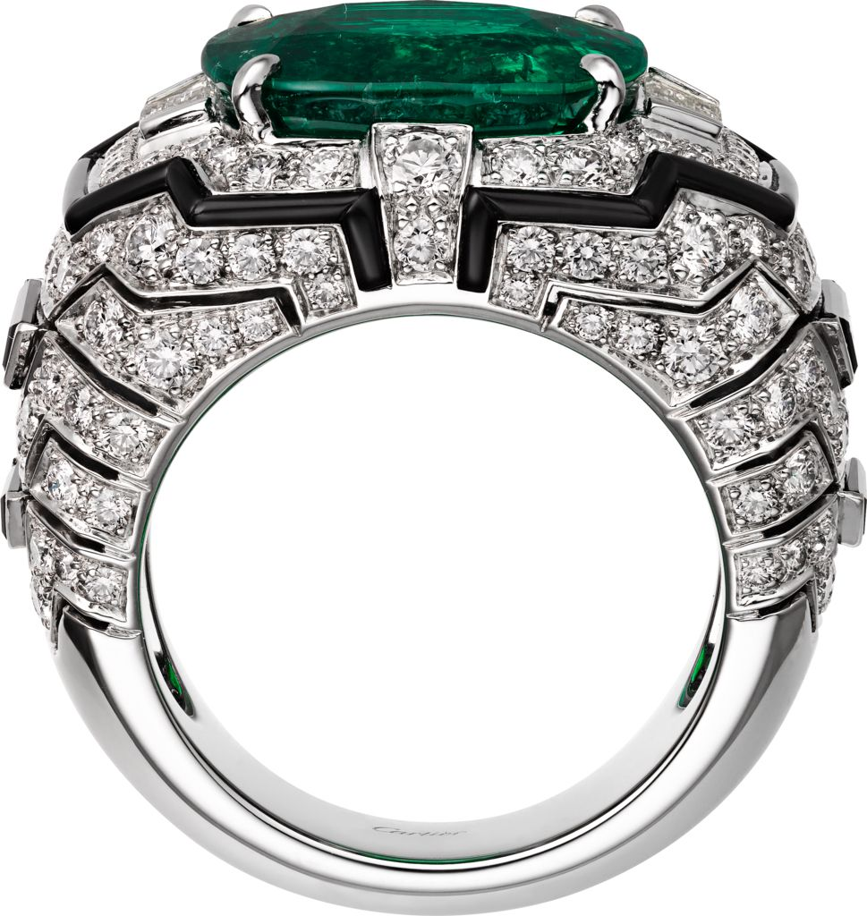 centre setting emerald gold in women it brilliant cut a with rings and all diamond claw an surrounding white round for ring