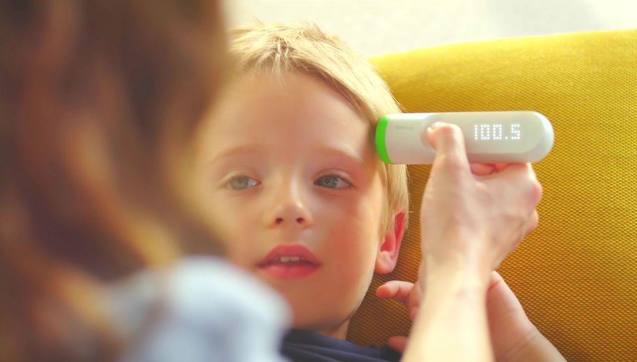 おでこをスキャンするだけで素早く正確に体温を計測できるスマート体温計「Thermo」2016
