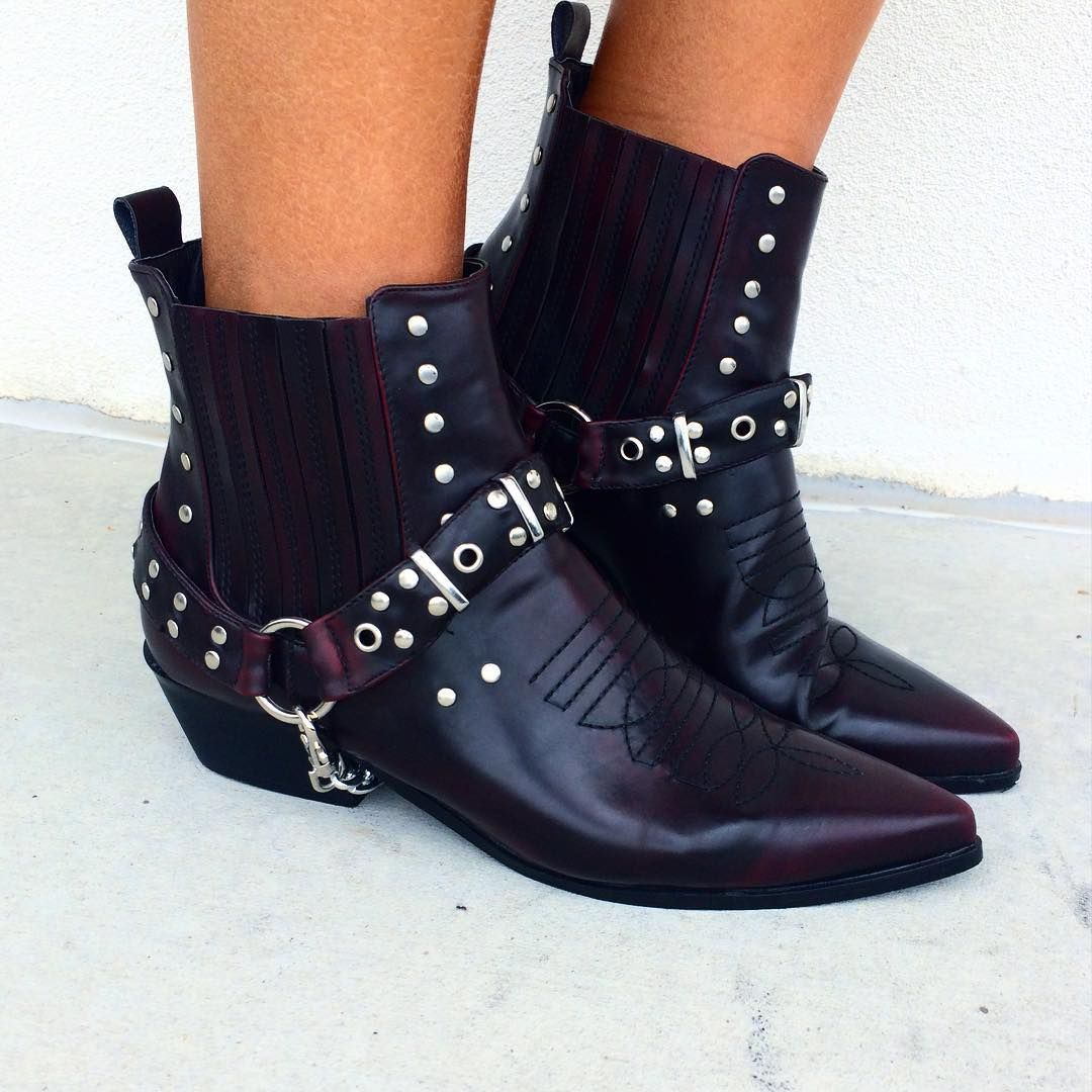Oh heyyyyy 👋🏾 had to share these newys... Wtf - the freaking cutest biker boots ever 👌🏾💣🔫 from @windsorstore