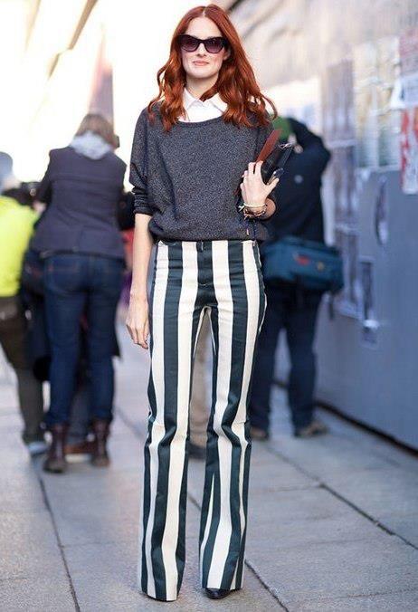 Hem uzun boylu hem de zarif gösteren çizgili pantolonlar! Dikkat etmeniz gereken tek şey: Giyeceğiniz üstün sade olması.