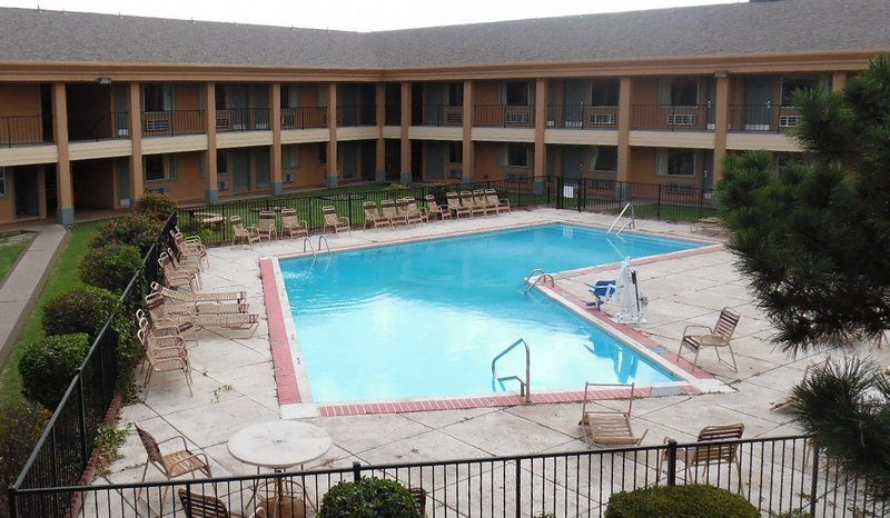 Affordable Pet Friendly Hotel In Oklahoma Red Roof Inn Suites City Southwest