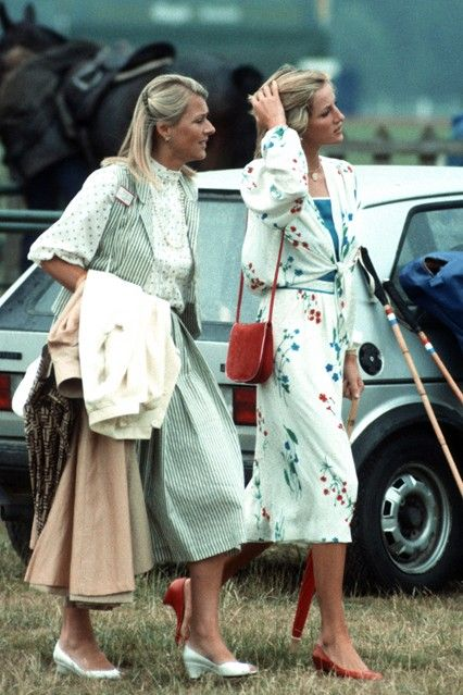 JULY 1983 – Princess Diana – in a matching floral skirt and blouse – joined her friend, Susan Ferguson, at the polo. Always aware of the small touches, Diana perfectly matched her red shoes to her handbag.
