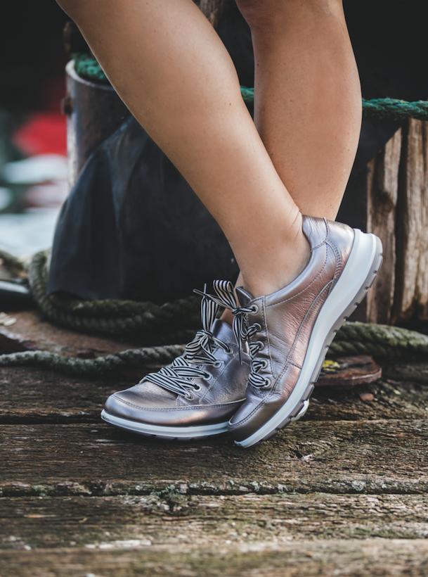 Sneaker für Damen: Das Highlight in jedem Outfit! Der neue