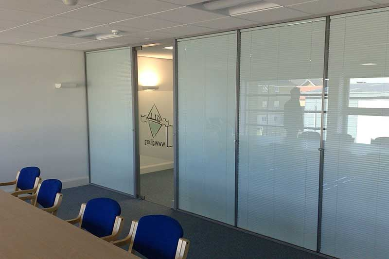 Using 10mm And 12mm Toughened Glass Our Frameless Glass Partitions Are Certified And Comply With The Relevant Uk Building Regul Glass Partition Home Partition