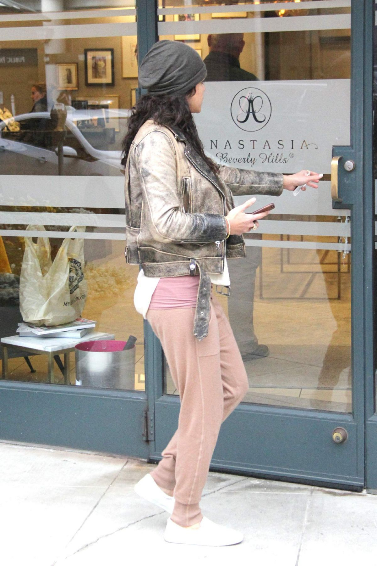 michelle-rodriguez-arrives-at-anastasia-beverly-hills-02-21-2017_10.jpg (1200×1799)