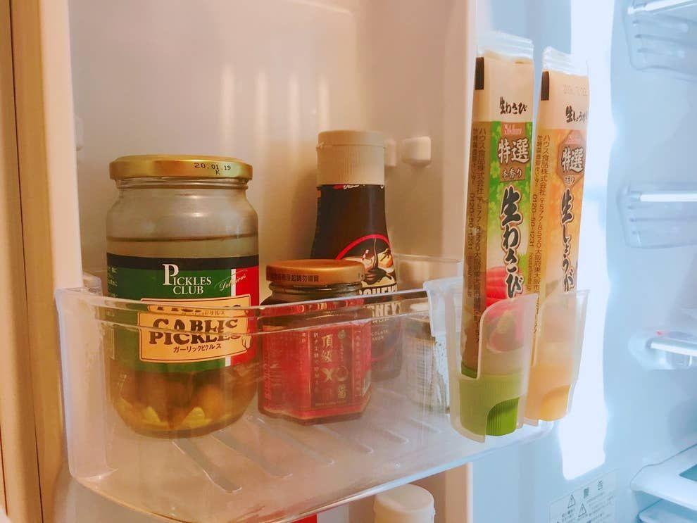 その手があったか 置くだけで冷蔵庫がすっきりする収納グッズが超