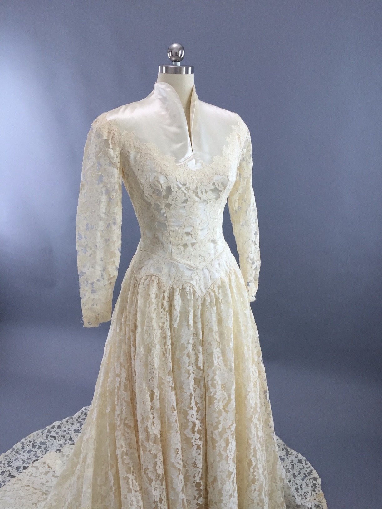 1950s Vintage Ivory Lace and Satin Wedding Dress | Chantilly lace ...