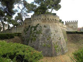THE MARCHE EXPERIENCE: Passeggiata nella Fano Romana e Malatestiana