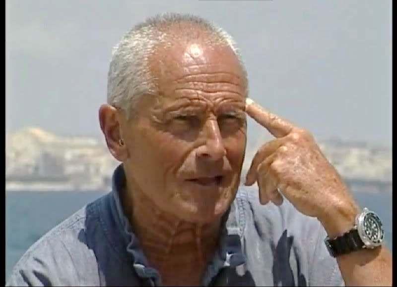 Enzo Maiorca (21.6.1931 - 13.11.2016), apneista più volte detentore del  record mondiale di immersione in apnea. Iniziato nel 1977 nella loggia … |  Maiorca, Muratori