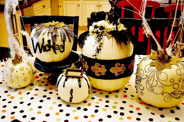 Gorgeous Halloween Pumpkins and decor @Savannah Kokaliares Classy - halloween pumpkin decorations