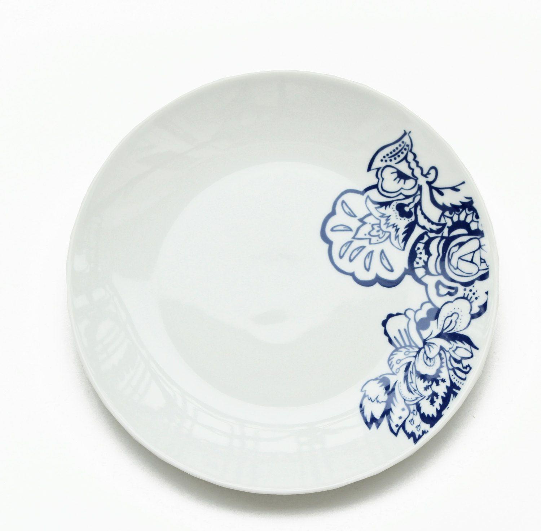 Wunderbarer Teller Mit Muster In Blau Und Weiss Aus Porzellan Via Etsy Porzellan Blau Und Weiss Porzelan