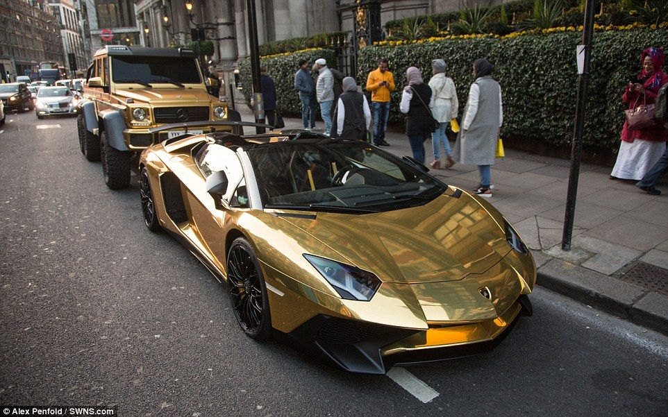 Britain S Flashiest Tourist Flies 1m Gold Supercars To London